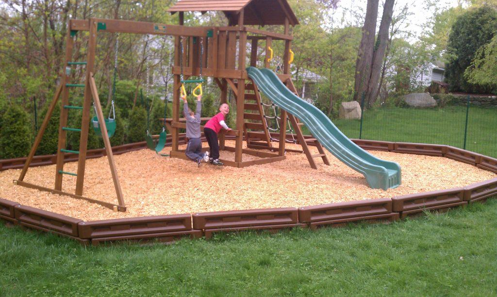 Lexington w/Wood Fiber Mulch and Plastic Borders